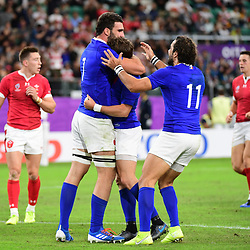 (L-R) Charles OLLIVON of France celebrates his try with Maxime MEDARD of France and Yoann HUGET of France during the Rugby World Cup 2019 Quarter Final match between Wales and France on October 20, 2019 in Oita, Japan. (Photo by Dave Winter/Icon Sport) - Oita Stadium - Oita (Japon)