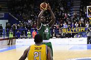 DESCRIZIONE : Porto San Giorgio Lega A 2013-14 Sutor Montegranaro Montepaschi Siena<br /> GIOCATORE : Josh Carter<br /> CATEGORIA : tiro three points<br /> SQUADRA : Sutor Montegranaro Montepaschi Siena<br /> EVENTO : Campionato Lega A 2013-2014<br /> GARA : Sutor Montegranaro Montepaschi Siena<br /> DATA : 03/03/2014<br /> SPORT : Pallacanestro <br /> AUTORE : Agenzia Ciamillo-Castoria/C.De Massis<br /> Galleria : Lega Basket A 2013-2014  <br /> Fotonotizia : Porto San Giorgio Lega A 2013-14 Sutor Montegranaro Montepaschi Siena<br /> Predefinita :