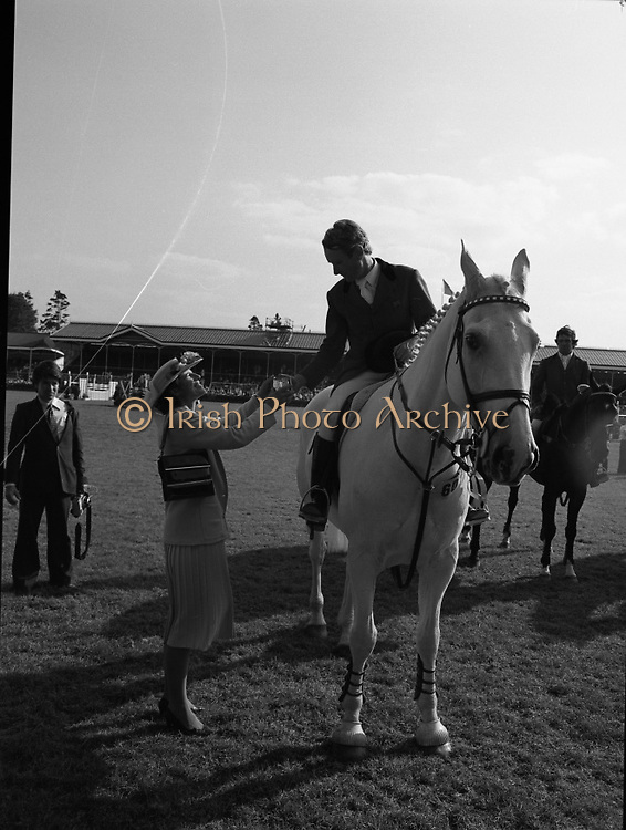 The Dublin Horse Show.1982.07.08.1982.08.07.1982.7th August 1982...The Dublin Horse Show..R.D.S., Ballsbridge, Dublin.The winners of the Aga Khan team trophy were Great Britain. The shows' leading rider was Mr Harvey Smith, Great Britain.. Picture shows Mr David Broome accepting his team award,a silver tankard, from Mrs Hely Hutchinson.