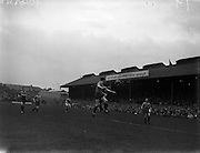09/04/1961<br /> 04/09/1961<br /> 09 April 1961<br /> Soccer: Waterford v Drumcondra, Dublin City Cup Semi-Final at Dalymount Park, Dublin.