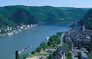 DEU, Germany, view to St. Goarshausen and St. Goar at the river Rhine.....DEU, Deutschland, Blick auf St. Goarshausen und St. Goar am Rhein.........