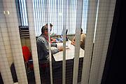 Nederland, Nijmegen, 4-10-2006..Client zit in een spreekkamer van het UWV en spreekt met twee medewerkers...Foto: Flip Franssen/Hollandse Hoogte