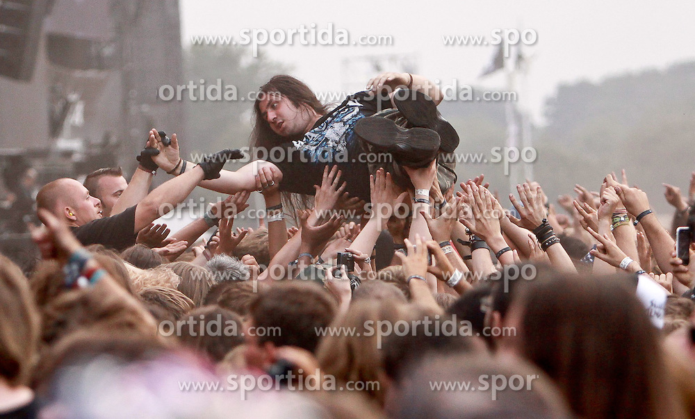 07.08.2010, Wacken Open Air 2010, Wacken, GER, 3.Tag beim 21.Heavy Metal Festival Fans beim Stagediving, EXPA Pictures © 2010, PhotoCredit: EXPA/ nph/  Kohring+++++ ATTENTION - OUT OF GER +++++ / SPORTIDA PHOTO AGENCY