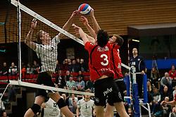 20170225 NED: Eredivisie, Valei Volleybal Prins - Coolen - Alterno: Ede<br />Bram Langevoort of Coolen Alterno, Sander Heithuis, Timo Vos Valei Volleybal Prins<br />©2017-FotoHoogendoorn.nl / Pim Waslander