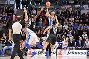 DESCRIZIONE : Campionato 2015/16 Serie A Beko Dinamo Banco di Sardegna Sassari - Dolomiti Energia Trento<br /> GIOCATORE : David Logan<br /> CATEGORIA : Tiro Tre Punti Three Point Controcampo<br /> SQUADRA : Dinamo Banco di Sardegna Sassari<br /> EVENTO : LegaBasket Serie A Beko 2015/2016<br /> GARA : Dinamo Banco di Sardegna Sassari - Dolomiti Energia Trento<br /> DATA : 06/12/2015<br /> SPORT : Pallacanestro <br /> AUTORE : Agenzia Ciamillo-Castoria/C.Atzori