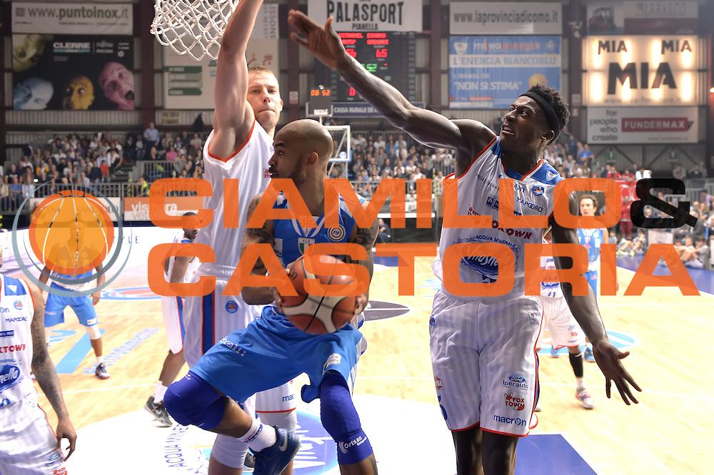 DESCRIZIONE : Cant&ugrave; Lega A 2015-16 Acqua Vitasnella Cantu' vs Dinamo Banco di Sardegna Sassari<br /> GIOCATORE : David Logan<br /> CATEGORIA : Penetrazione passaggio<br /> SQUADRA : Dinamo Banco di Sardegna Sassari<br /> EVENTO : Campionato Lega A 2015-2016<br /> GARA : Acqua Vitasnella Cantu'  Dinamo Banco di Sardegna Sassari<br /> DATA : 12/10/2015<br /> SPORT : Pallacanestro <br /> AUTORE : Agenzia Ciamillo-Castoria/I.Mancini<br /> Galleria : Lega Basket A 2015-2016  <br /> Fotonotizia : Acqua Vitasnella Cantu'  Lega A 2015-16 Acqua Vitasnella Cantu' Dinamo Banco di Sardegna Sassari   <br /> Predefinita :