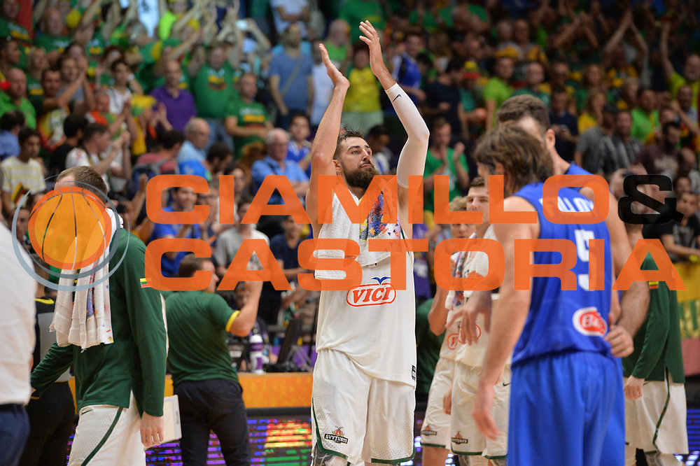 Jonas Valanciunas <br /> Nazionale Italiana Maschile Senior<br /> Eurobasket 2017 - Group Phase<br /> Lituania - Italia<br /> FIP 2017<br /> Tel Aviv, 03/09/2017<br /> Foto Ciamillo - Castoria/ M.Longo