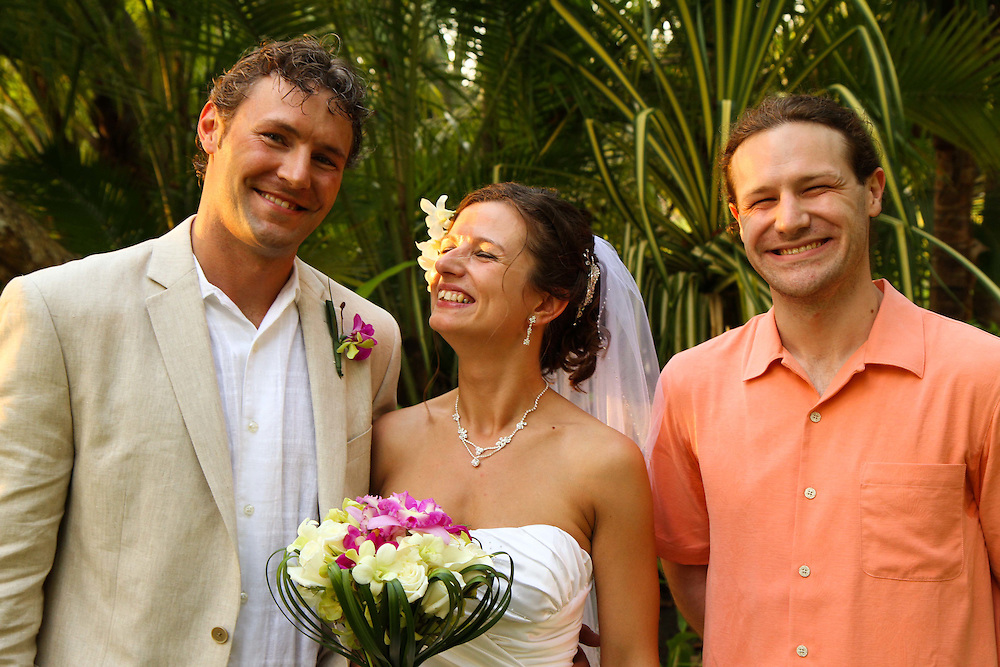Brisas is an amazing private residence in Manuel Antonio and is the backdrop for these beautiful wedding photos