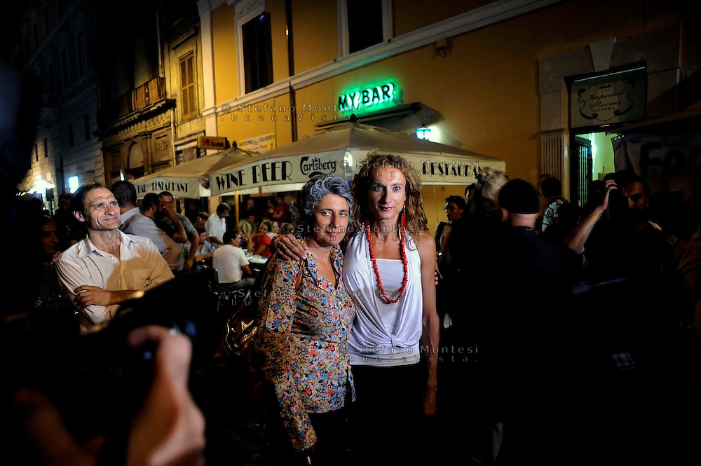 Roma 2 Settembre 2009.Assemblea in via di San Giovanni in Laterano, ribattezzata la Gay street, contro le aggressioni omofobe  indetta dalle associazioni omossessuali e transessuali romane..La deputata del Pd Anna Paola Concia  e l'ex parlamentare Vladimir Luxuria..Demonstration after recent episodes of violence against gays,near Rome's Colosseum whit Vladimir Luxuria of PRC (Refoundation Communist Party),Italy's first trans-gender member of parliament and Paola Concia of the Italian Demoratic Party (PD)..