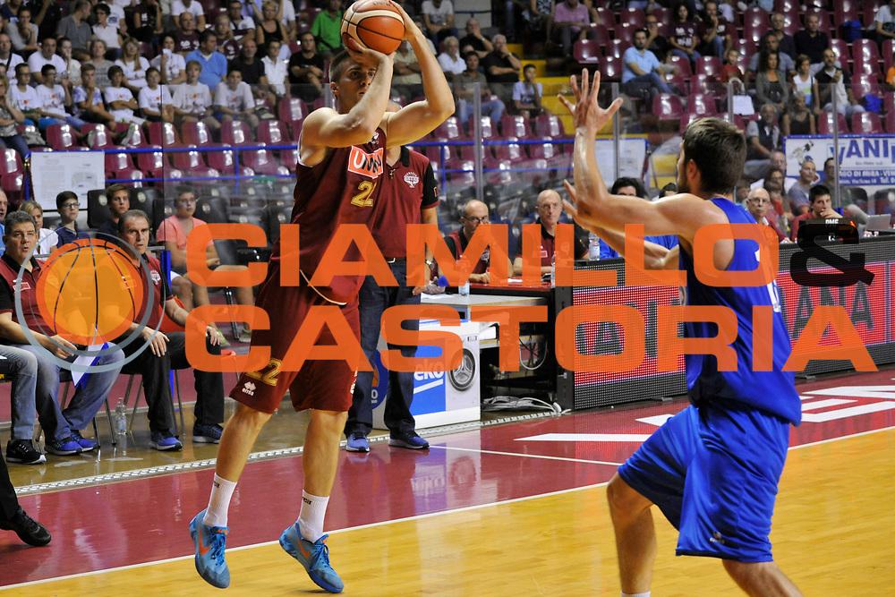 DESCRIZIONE : Venezia Lega A 2015-16 Amichevole Umana Reyer Venezia De Longhi Treviso Basket<br /> GIOCATORE : Jeff Viggiano<br /> CATEGORIA : Tiro Tre Punti<br /> SQUADRA : Umana Reyer Venezia Treviso Basket De Longhi<br /> EVENTO : Campionato Lega A 2015-2016 <br /> GARA : Umana Reyer Venezia De Longhi Treviso Basket<br /> DATA : 16/09/2015<br /> SPORT : Pallacanestro <br /> AUTORE : Agenzia Ciamillo-Castoria/Michele Gregolin<br /> Galleria : Lega Basket A 2015-2016  <br /> Fotonotizia : Venezia Lega A 2015-16 Amichevole Umana Reyer Venezia De Longhi Treviso Basket<br /> Predefinita :
