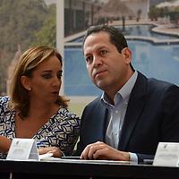 Valle de Bravo, México.- Eruviel Ávila Villegas, gobernador del Estado de México y Claudia Ruíz Massieu, Secretaria de Turismo Federal,  acompañados por  Rosalinda Benítez González, Secretaria de Turismo Estatal,  y Francisco Reynoso, alcalde de Valle de Bravo,  firmaron el Convenio de Colaboración GEM-TURISSSTE. Agencia MVT / José Hernández