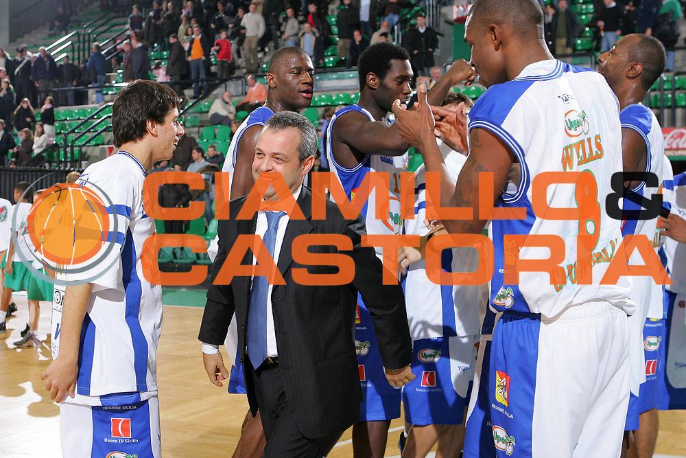 DESCRIZIONE : Treviso Lega A1 2006-07 Benetton Treviso Upea Capo Orlando <br /> GIOCATORE : Perdichizzi Team Capo Orlando <br /> SQUADRA : Upea Capo Orlando <br /> EVENTO : Campionato Lega A1 2006-2007 <br /> GARA : Benetton Treviso Upea Capo Orlando <br /> DATA : 16/12/2006 <br /> CATEGORIA : Esultanza <br /> SPORT : Pallacanestro <br /> AUTORE : Agenzia Ciamillo-Castoria/S.Silvestri <br /> Galleria : Lega Basket A1 2006-2007 <br /> Fotonotizia : Treviso Campionato Italiano Lega A1 2006-2007 Benetton Treviso Upea Capo Orlando <br /> Predefinita :