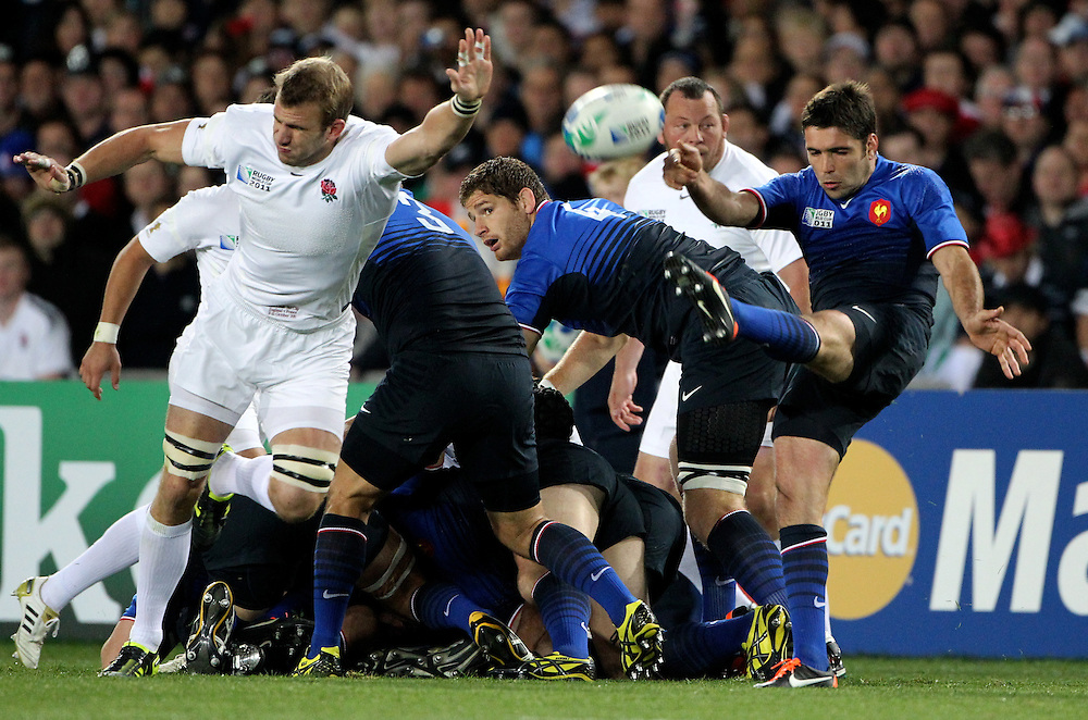 England's Tom Croft trys to block a kick by by Frances Dimitri Yachvili in their Rugby World Cup quarter-final match at Eden Park, Auckland,  New Zealand, Saturday, October 08, 2011. Credit:SNPA / John Cowpland
