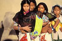 Nepal - Region du Teraï - Ethnie Rana Tharu - Danses pour la fête de Holi