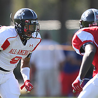 Tacoi Sumler (L) lines up against  Marqise Lee (R) during the practice session at the Walt Disney Wide World of Sports Complex in preparation for the Under Armour All-America high school football game on December 3, 2011 in Lake Buena Vista, Florida. (AP Photo/Alex Menendez)