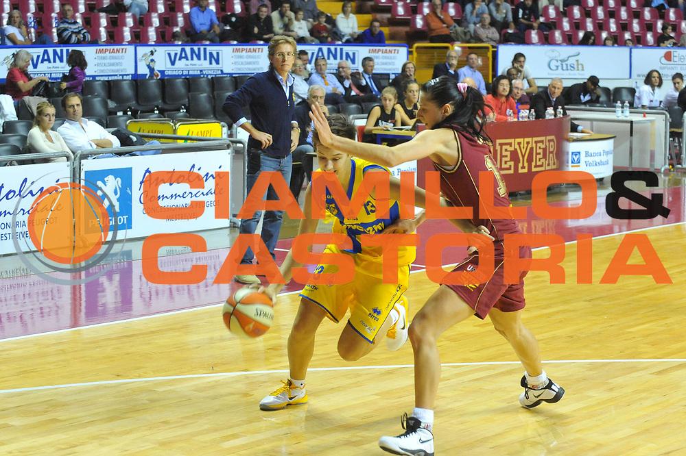 DESCRIZIONE : Venezia Lega A1 Femminile 2010-11 Q-Round Umana Reyer Venezia Lavezzini Parma<br /> GIOCATORE : Gabriele Narviciute<br /> SQUADRA : Lavezzini Parma<br /> EVENTO : Campionato Lega A1 Femminile 2010-2011<br /> GARA : Umana Reyer Venezia Lavezzini Parma<br /> DATA : 15/10/2010<br /> CATEGORIA : Palleggio<br /> SPORT : Pallacanestro<br /> AUTORE : Agenzia Ciamillo-Castoria/M.Gregolin<br /> Galleria : Lega Basket Femminile 2010-2011<br /> Fotonotizia : Venezia Lega A1 Femminile 2010-11 Q-Round Umana Reyer Venezia Lavezzini Parma<br /> Predefinita :