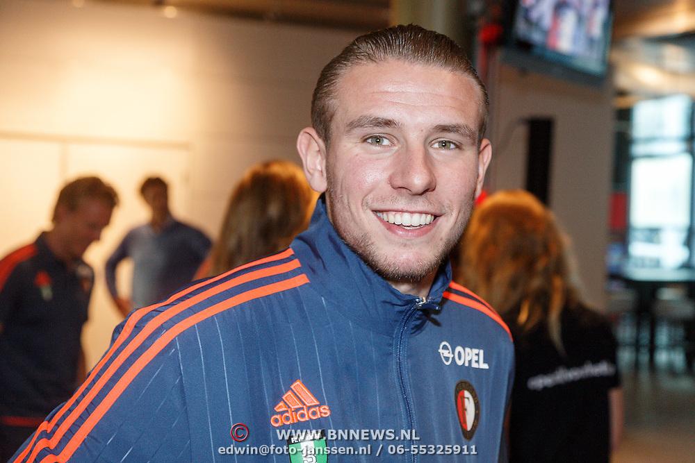 NLD/Rotterdam/20151207 - Reanimatiecursus Feyenoord selectie + bn'ers leren samen reanimeren, Sven van Beek