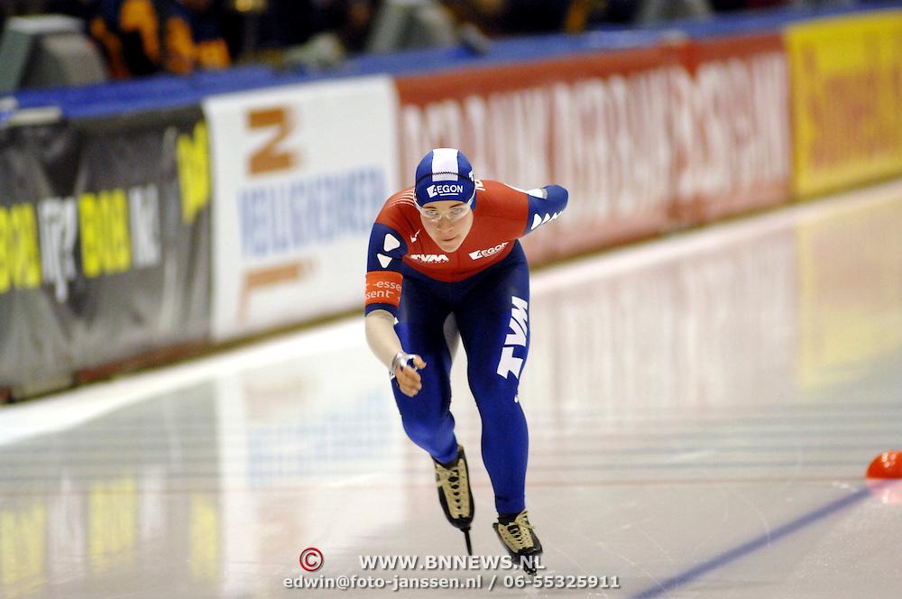 NLD/Heerenveen/20061112 - Essent ISU Wereldbeker Speed Skating, 3000 mtr ladies, Paulien van Deutekom