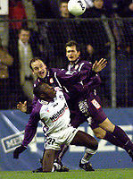 SALZBURG: 2001-11-28. Fotball. Salzburg-Austria Wien. Sigurd Rushfeldt. og Julio Cecar Suazo<br />Foto: Calle Törnström, Digitalsport