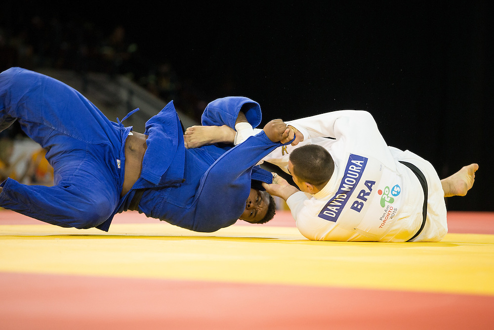 David Moura (R) of Brazil throws Freddy Figueroa of Ecuador to win the gold medal in the men's judo +100kg class at the 2015 Pan American Games in Toronto, Canada, July 14,  2015.  AFP PHOTO/GEOFF ROBINS