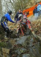 Castelvecchio Pascoli , 100207 , Extremenduro Hellsgate  In jedem Fruehjahr wird in Italien das haerteste Endurorennen der Welt veranstaltet. Es heisst -Hellsgate-.  Im Foto: Fabio MOSINI (Honda , ITA) stuerzt