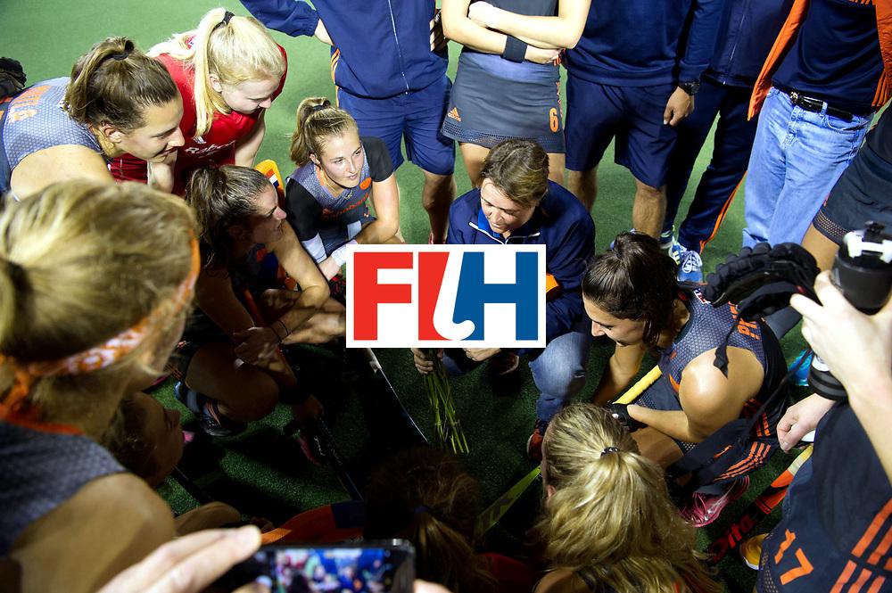 AUCKLAND - Sentinel Hockey World League final women<br /> Match id: 10305<br /> 16 NED v CHina (QF)<br /> Foto: 100 match for Xan de Waard , Alyson ANNAN Head Coach give her flowers.<br /> WORLDSPORTPICS COPYRIGHT FRANK UIJLENBROEK