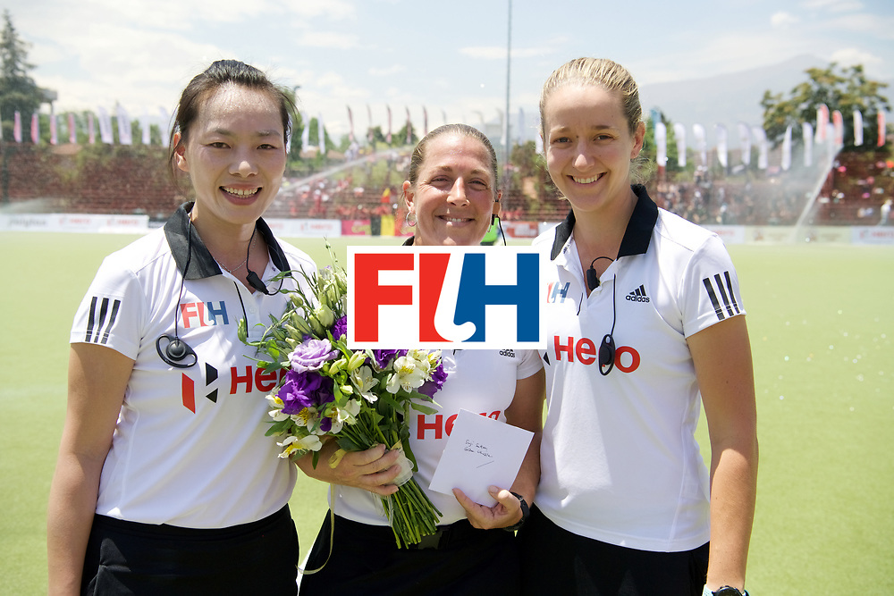 SANTIAGO - 2016 8th Women's Hockey Junior World Cup<br /> NZL v BEL (Pool D)<br /> foto: umpire SUTTON Suzi (USA) Golden wishle.<br /> FFU PRESS AGENCY COPYRIGHT FRANK UIJLENBROEK
