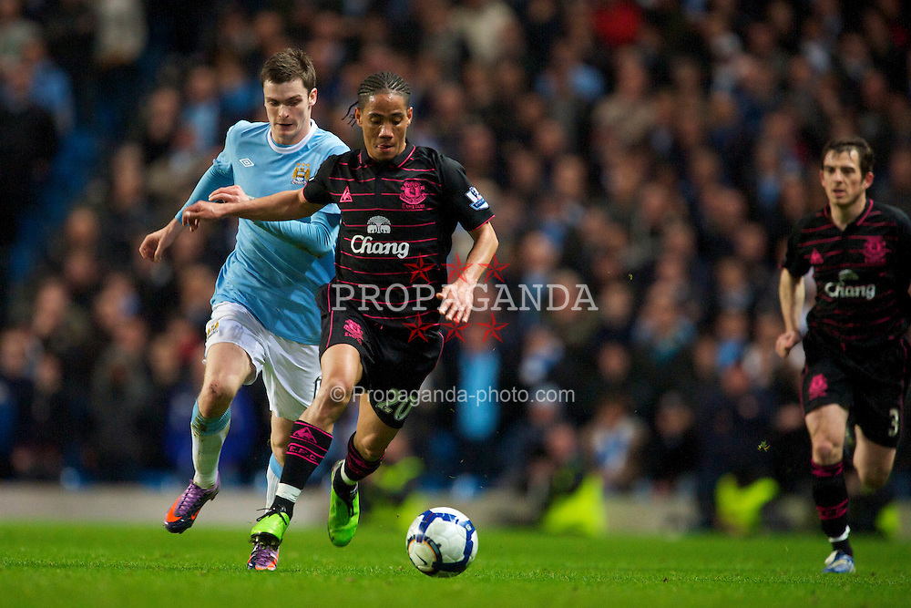 MANCHESTER, ENGLAND - Wednesday, March 24, 2010: Everton's Steven Pienaar and Manchester City's Adam Johnson during the Premiership match at the City of Manchester Stadium. (Photo by David Rawcliffe/Propaganda)