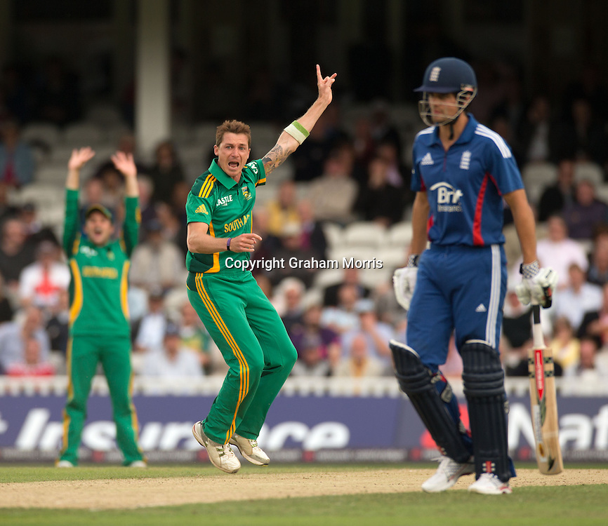 Dale Steyn appeals as he traps Ian Bell lbw during the third NatWest Series one day international between England and South Africa at the Kia Oval, London. Photo: Graham Morris (Tel: +44(0)20 8969 4192 Email: sales@cricketpix.com) 31/08/12