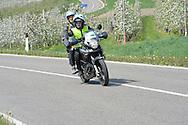 39° Giro del Trentino Melinda, 3 tappa Ala Fierozzo,il fotografo Remo Mosna assieme al motociclista Daniele Sommavilla, 23 Aprile 2015 © foto Daniele Mosna