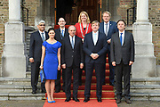 Koning Willem-Alexander en kroonprinses Victoria van Zweden zijn bij de viering van het 20-jarig jubileum van de inwerkingtreding van het Verdrag Chemische Wapens (CWC) en de oprichting van de Organisatie voor het Verbod van Chemische Wapens (OPCW). De ceremonie vond plaats in de Ridderzaal in Den Haag. <br /> <br /> King Willem-Alexander and Crown Princess Victoria of Sweden are celebrating the 20th anniversary of the entry into force of the Chemical Weapons Convention (CWC) and the establishment of the Organization for the Prohibition of Chemical Weapons (OPCW). The ceremony took place in the Ridderzaal in The Hague.<br /> <br /> Op de foto / On the photo:  Groepsfoto met o.a Koning Willem-Alexander en kroonprinses Victoria van Zweden //  King Willem-Alexander and Crown Princess Victoria of Sweden