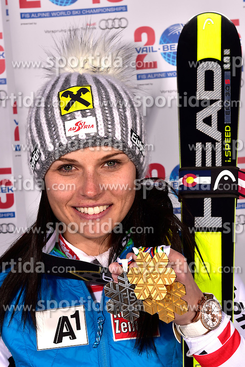 12.02.2015, Solaris Placa, Vail, USA, FIS Weltmeisterschaften Ski Alpin, Vail Beaver Creek 2015, Damen, Riesentorlauf, Medaillen, im Bild Anna Fenninger (AUT, 1. Platz) // 1st placed Anna Fenninger of Austria poses with her Medals after the Ladies Giant Slalom of FIS Ski World Championships 2015 at the Solaris Placa in Vail, United States on 2015/02/12. EXPA Pictures © 2015, PhotoCredit: EXPA/ Vail 2015/ Francis Bompard