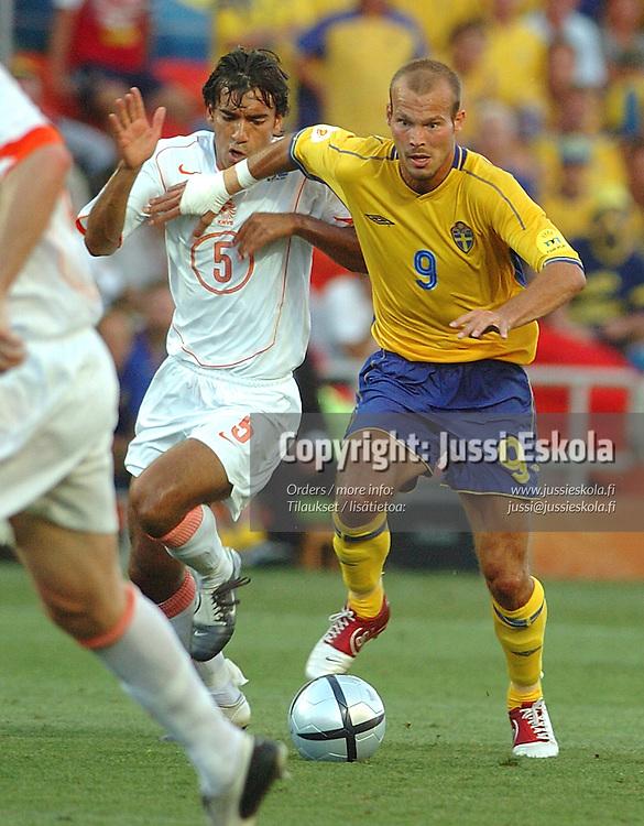 Freddy Ljungberg, Sweden-Holland 26.6.2004.&amp;#xA;Euro 2004.&amp;#xA;Photo: Jussi Eskola<br />