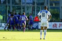 Firenze 07-11-2004<br /> Campionato  Serie A Tim 2004-2005<br /> Fiorentina Inter<br /> nella  foto Adriano Leite Ribeiro guarda i giocatori della Fiorentina esultare<br /> Foto Snapshot / Graffiti