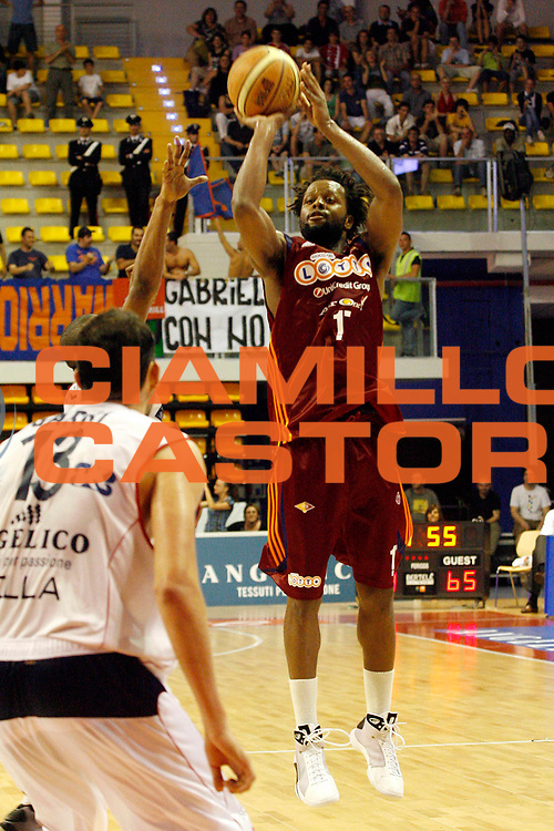 DESCRIZIONE : Biella Lega A 2008-09 Playoff Quarti di finale Gara 4 Angelico Biella Lottomatica Virtus Roma<br /> GIOCATORE : Ruben Douglas<br /> SQUADRA : Lottomatica Virtus Roma<br /> EVENTO : Campionato Lega A 2008-2009 <br /> GARA : Angelico Biella Lottomatica Virtus Roma<br /> DATA : 24/05/2009<br /> CATEGORIA : Tiro <br /> SPORT : Pallacanestro <br /> AUTORE : Agenzia Ciamillo-Castoria/E.Pozzo<br /> Galleria : Lega Basket A1 2008-2009 <br /> Fotonotizia : Biella Lega A 2008-09 Playoff Quarti di finale Gara 4 Angelico Biella Lottomatica Virtus Roma<br /> Predefinita :