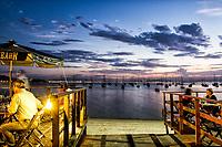 Restaurante na Praia de Santo Antonio de Lisboa ao por do sol. Florianópolis, Santa Catarina, Brasil. / Restaurant in Santo Antonio de Lisboa Beach at dusk. Florianopolis, Santa Catarina, Brazil.