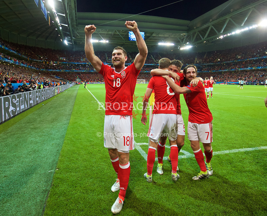 LILLE, FRANCE - Friday, July 1, 2016: Wales' goal-scorer Sam Vokes celebrates scoring the third goal against Belgium to seal a 3-1 victory during the UEFA Euro 2016 Championship Quarter-Final match at the Stade Pierre Mauroy. (Pic by David Rawcliffe/Propaganda)