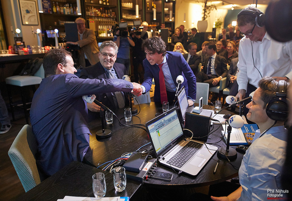 Den Haag, 24 februari 2017 - Lijsttrekkers Lodewijk Asscher (PvdA), Henk Krol (50PLUS) en Jesse Klaver (Groenlinks). In perscentrum Nieuwspoort kwamen 9 lijsttrekkers bijeen voor het Radio1 lijsttrekkersdebat.<br /> Foto: Phil Nijhuis