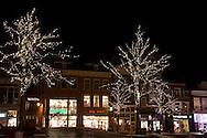 Sfeerverlichting met verlichte bomen op de Nieuwestad, winkelcentrum Leeuwarden