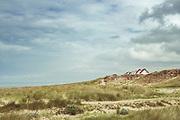 Dühnen und Badehäuser bei Gouville - Plage, Normandie, Frankreich