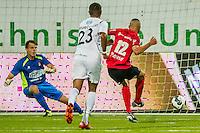 VELSEN - 22-08-2016, Telstar - Helmond Sport, Rabobank IJmond Stadion, Helmond sport speler Jordy Thomassen scoort uit een penalty de 3-1, doelpunt, SC Telstar keeper Wesley Zonneveld.