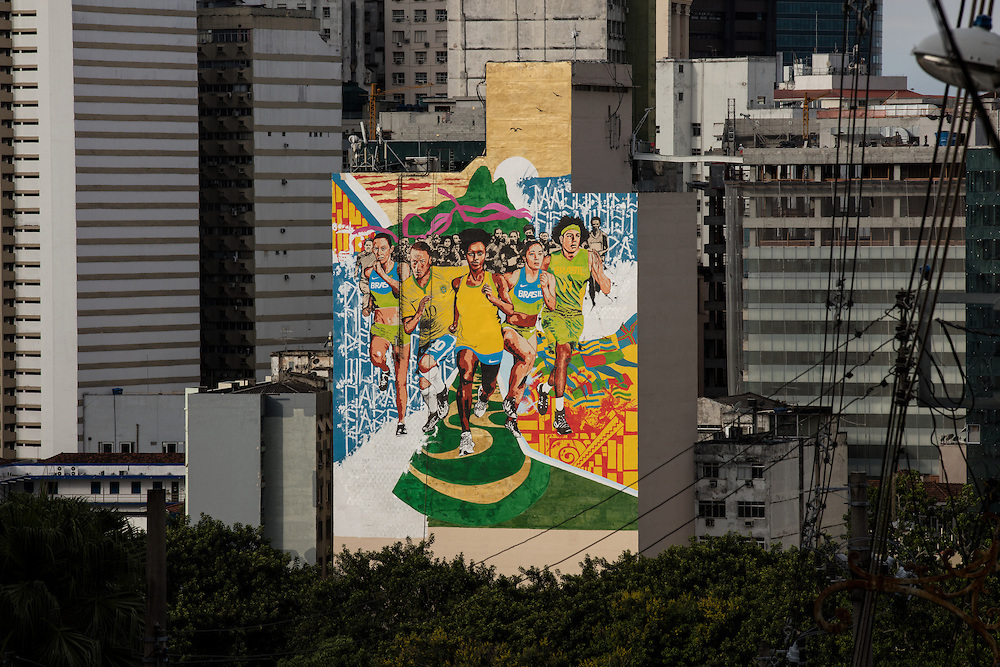 Rio de Janeiro, Brasil - December 11 of 2015: A giant giant graffiti painted on a building's wall at Rio de Janeiro's Lapa neighbourhood. Photo: CAIO GUATELLI