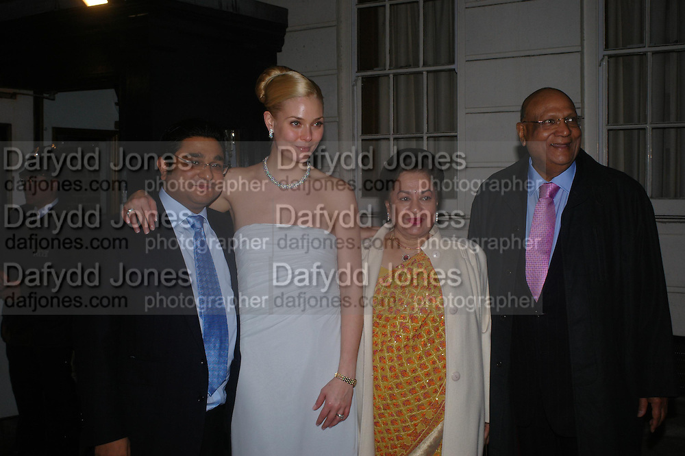Angad Paul and Michelle Bonn, Lord and Lady Paul. Wedding reception of Angad Paul and Michelle Bonn, Lancaster House. St. James. 21 March 2005. ONE TIME USE ONLY - DO NOT ARCHIVE  © Copyright Photograph by Dafydd Jones 66 Stockwell Park Rd. London SW9 0DA Tel 020 7733 0108 www.dafjones.com