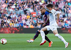 BARCELONA, May 13, 2019  Barcelona's Arturo Vidal (L) vies with Getafe's Mauro Arambarri during a Spanish league match between FC Barcelona and Getafe in Barcelona, Spain, on May 12, 2019. FC Barcelona won 2-0. (Credit Image: © Joan Gosa/Xinhua via ZUMA Wire)