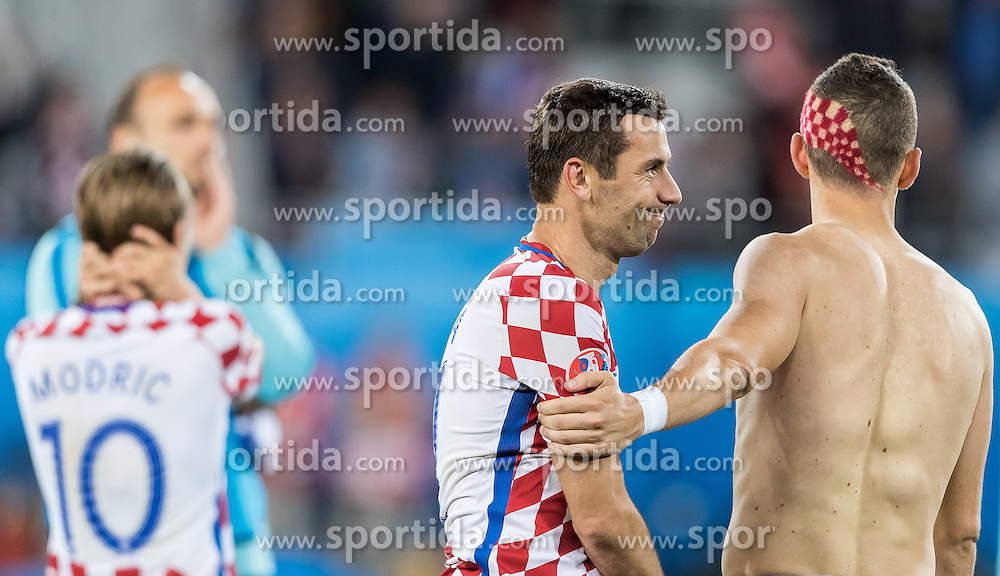 25.06.2016, Stade Bollaert Delelis, Lens, FRA, UEFA Euro 2016, Kroatien vs Portugal, Achtelfinale, im Bild Darijo Srna (CRO), Ivan Perisic (CRO) // Darijo Srna (CRO), Ivan Perisic (CRO) during round of 16 match between Croatia and Portugal of the UEFA EURO 2016 France at the Stade Bollaert Delelis in Lens, France on 2016/06/25. EXPA Pictures © 2016, PhotoCredit: EXPA/ JFK