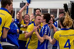 17-03-2018 NED: Korfbal SKF v Antilopen, Maarssen<br /> SKF wint met 20-17 in Maarssen / Vreugde bij SKF met oa. Ilse van Ekens #5, Vera van Ekirs #1, Daniel van Munster #12