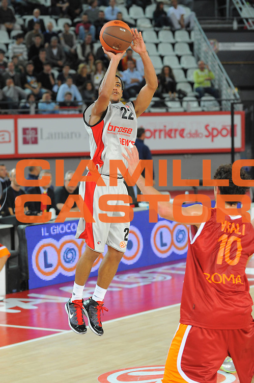 DESCRIZIONE : Roma Eurolega 2010-11 Lottomatica Virtus Roma Brose Baskets Bamberg<br /> GIOCATORE : Brian Roberts<br /> SQUADRA : Lottomatica Virtus Roma<br /> EVENTO : Eurolega 2010-2011<br /> GARA :  Lottomatica Virtus Roma Brose Baskets Bamberg<br /> DATA : 20/10/2010<br /> CATEGORIA : Tiro<br /> SPORT : Pallacanestro <br /> AUTORE : Agenzia Ciamillo-Castoria/GiulioCiamillo<br /> Galleria : Eurolega 2010-2011<br /> Fotonotizia : Roma Eurolega Euroleague 2010-11 Lottomatica Virtus Roma Brose Baskets Bamberg<br /> Predefinita :