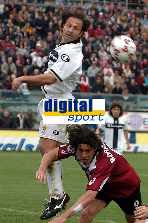 Fotball<br /> Serie A Italia 2004/05<br /> Reggina v Parma<br /> 10. april 2005<br /> Foto: Digitalsport<br /> NORWAY ONLY<br /> Olive Parma and Borriello Reggina