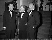 06/06/1962<br /> 06/06/1962<br /> 06 June 1962<br /> Royal Institution of Naval Architects Dinner at the Gresham Hotel, Dublin. Erskine Childers T.D., Minister for Transport and Power is centre.