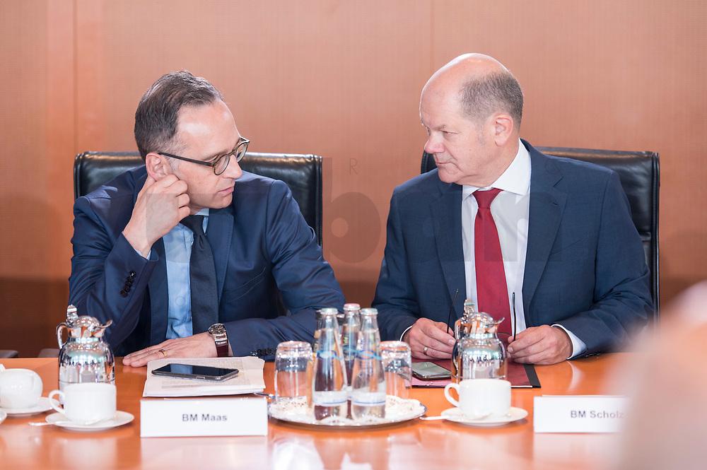 06 JUN 2019, BERLIN/GERMANY:<br /> Heiko Maas (L), SPD, Bundesaussenminister, und Olaf Scholz (R)R, SPD, Bundesfinanzminister, im Gespraech, vor Beginn der Kabinetsitzung, Bundeskanzleramt<br /> IMAGE: 20190606-01-020<br /> KEYWORDS: Sitzung, Kabinett, Gespräch